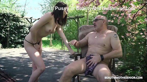 Menina cheia de tesão querendo foder com tio