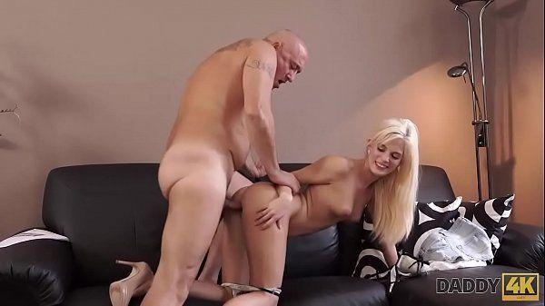 Safadinha na boa putaria com seu tio careca