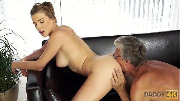 X vidio porno do avô comendo sua netinha muito fogosa e deliciosa