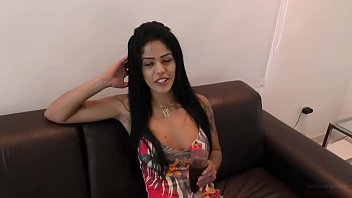 Brasileira Shayenne Samara provoca com corpo perfeito e goza na foda completa