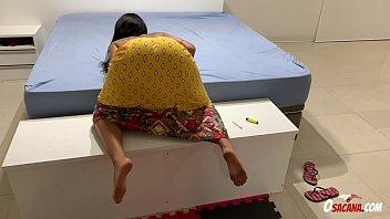 Brasileirinha Lorena Vasconcellos provoca e leva rola do tatuado de quatro