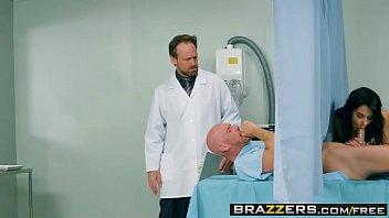Doutora deliciosa dos peitos lindos de mais transando no hospital com paciente do pau lindo é grosso