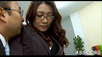 Japonesa safada faz sexo anal e goza na pica dura do safado de sorte
