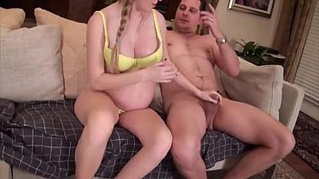 Novinha grávida pelada insaciável por sexo transando loucamente com o pai safado do seu filho