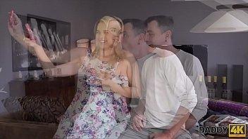 Pornô incesto loirinha ousada chupa e dá o cu para sogro