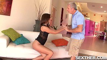Samba porno com padrasto comendo a enteada vadia