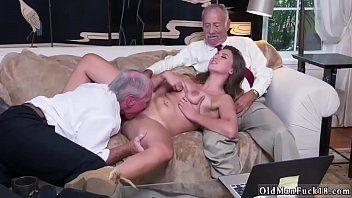 Xnx neta puta sexo oral com vovôs