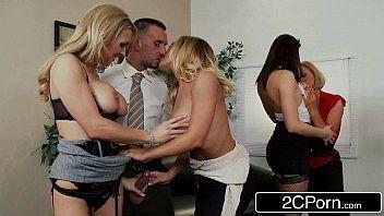 Loirinha e suas amigas e seu namorado metendo
