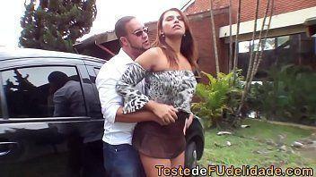 Brasileira da banho no macho e faz massagem mamando caralho