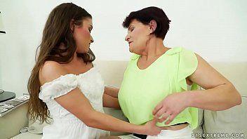Xnnx video de incesto caseiro sexo oral entre filha e mãe