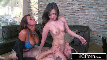 Xvideos Virgem socando em duas