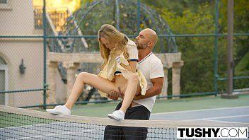 Gostosa Dando cuzinho para tio depois do treino de tênis