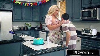Gatas Gostosas novinho fodendo a mãe do amigo