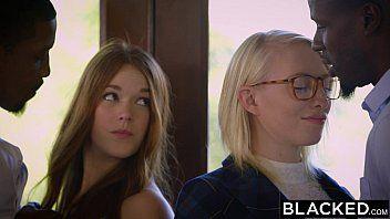 Garota nerd apresenta a irmã para dois negros bom de foda