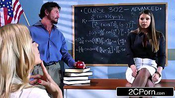 Professora trepando com pai do seu aluno