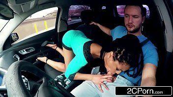 Videos pornô da novinha mamando no carro