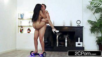 Xnnx brasil com gostosa cavalgando forte na rola do macho safado