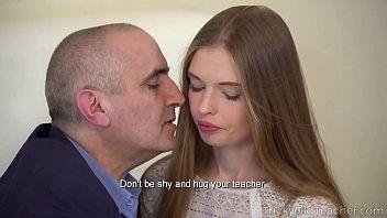 Ela ficou beijando seu namorado deixando ele cheio de tesão