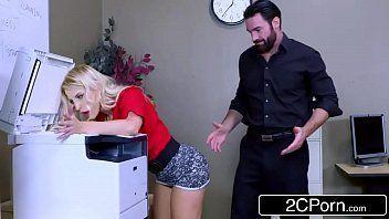 Porno bom com novinha fodendo na hora do xerox