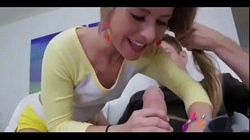 Videos porno mobile novinha transando com amigo do pai
