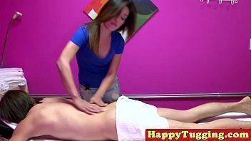 Nudelas morena começa na massagem e termina mamando