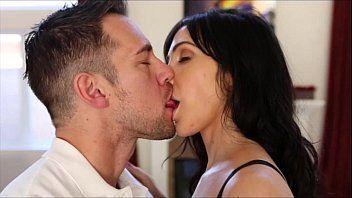 Beijando seu namorado e fodendo logo depois