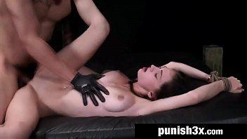 Sexo tube com moreninha gostosa mamando a rola do safado