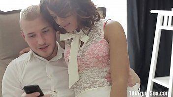 Porno com mulher assistindo video porno no celular