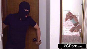 Videos de sexo gostoso com novinha dando para o bandido