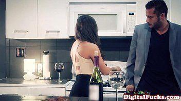 Xhamsters com novinha gozando na cozinha