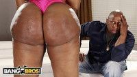 Negra rabuda fodendo com ator porno dotadão