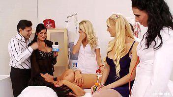 Suruba com enfermeiras gostosas transando com médicos do hospital