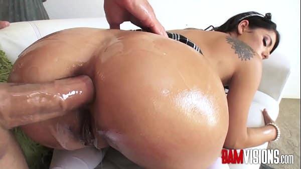 Gina Valentina anal gozando com caralho duro no cu
