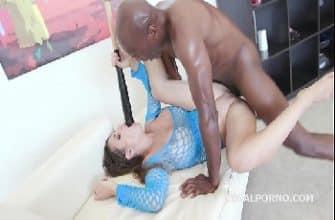 Filme pornô interracial preto arrombando cu da branca peituda