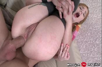 Rabuda de 18 anos anal com macho do cacete grande e grosso