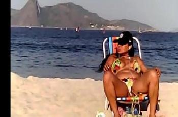 Flagra buceta praia da casada do rabão grande e redondo
