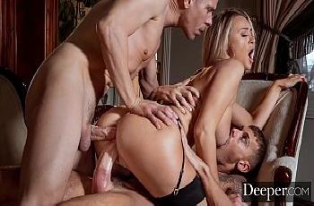 Natalia Starr goza na dupla penetração e ganha porra dos machos na boca
